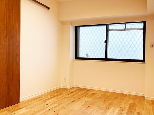 玄関入って左手のお部屋。やはり窓がしっかり確保されています。