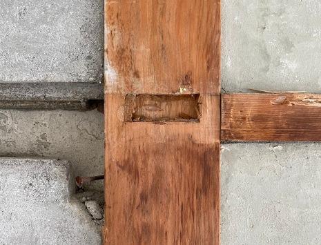 新古一体のデザイン、木枠を最大限に活かしています。