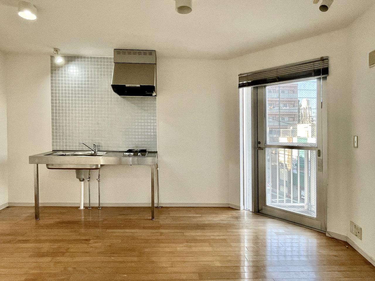 4階LDK。ステンレスの冷蔵庫を置いてほしい。