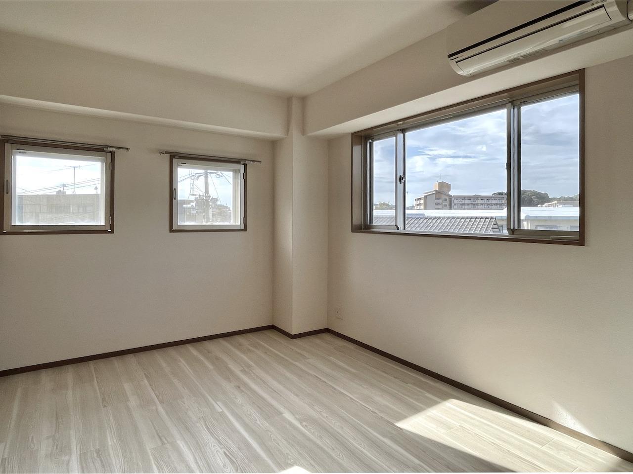 1階洋室1。右手の窓からは・・。