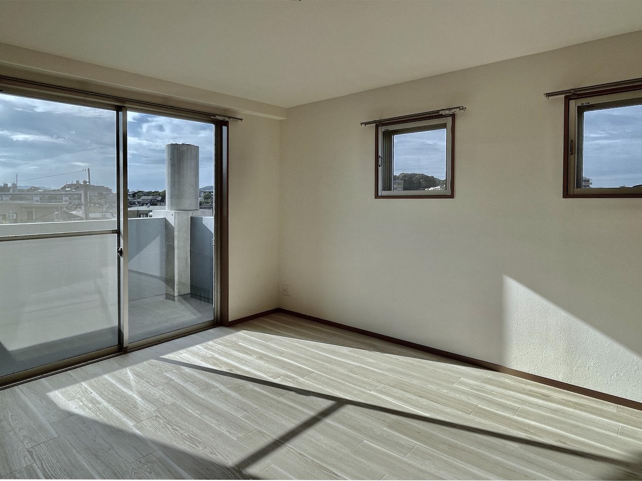 2階洋室。バルコニーには・・。