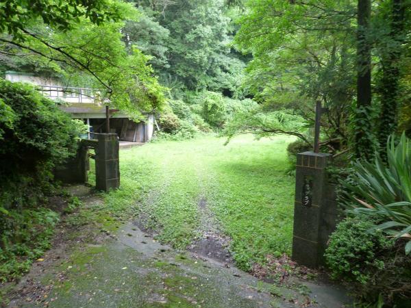 敷地の入口