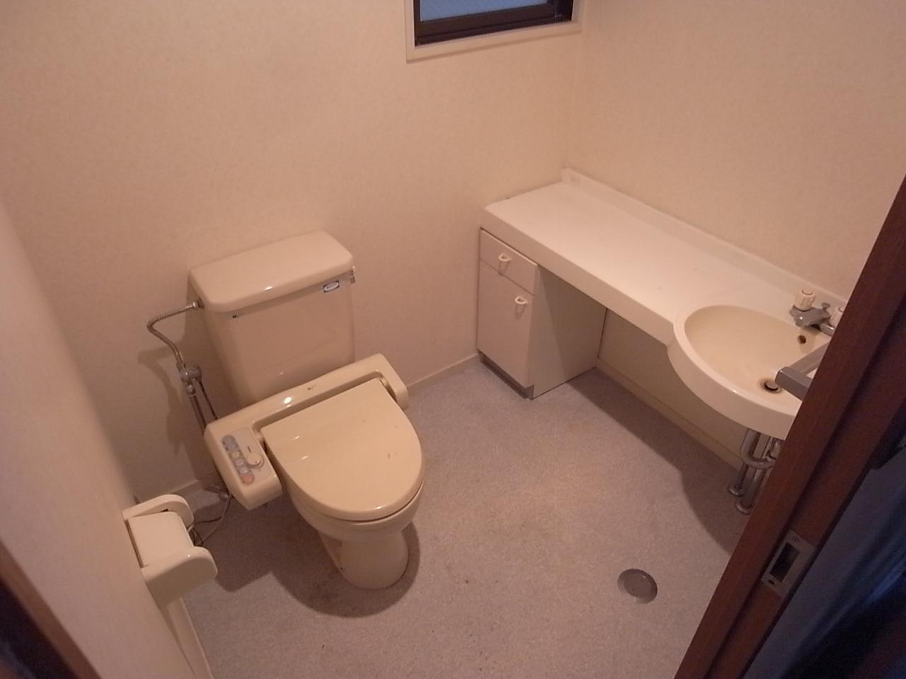 ゆったりスペースのあるトイレ。