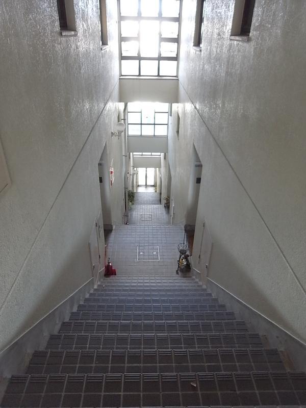 1階と5階にそれぞれにエントランスがあります