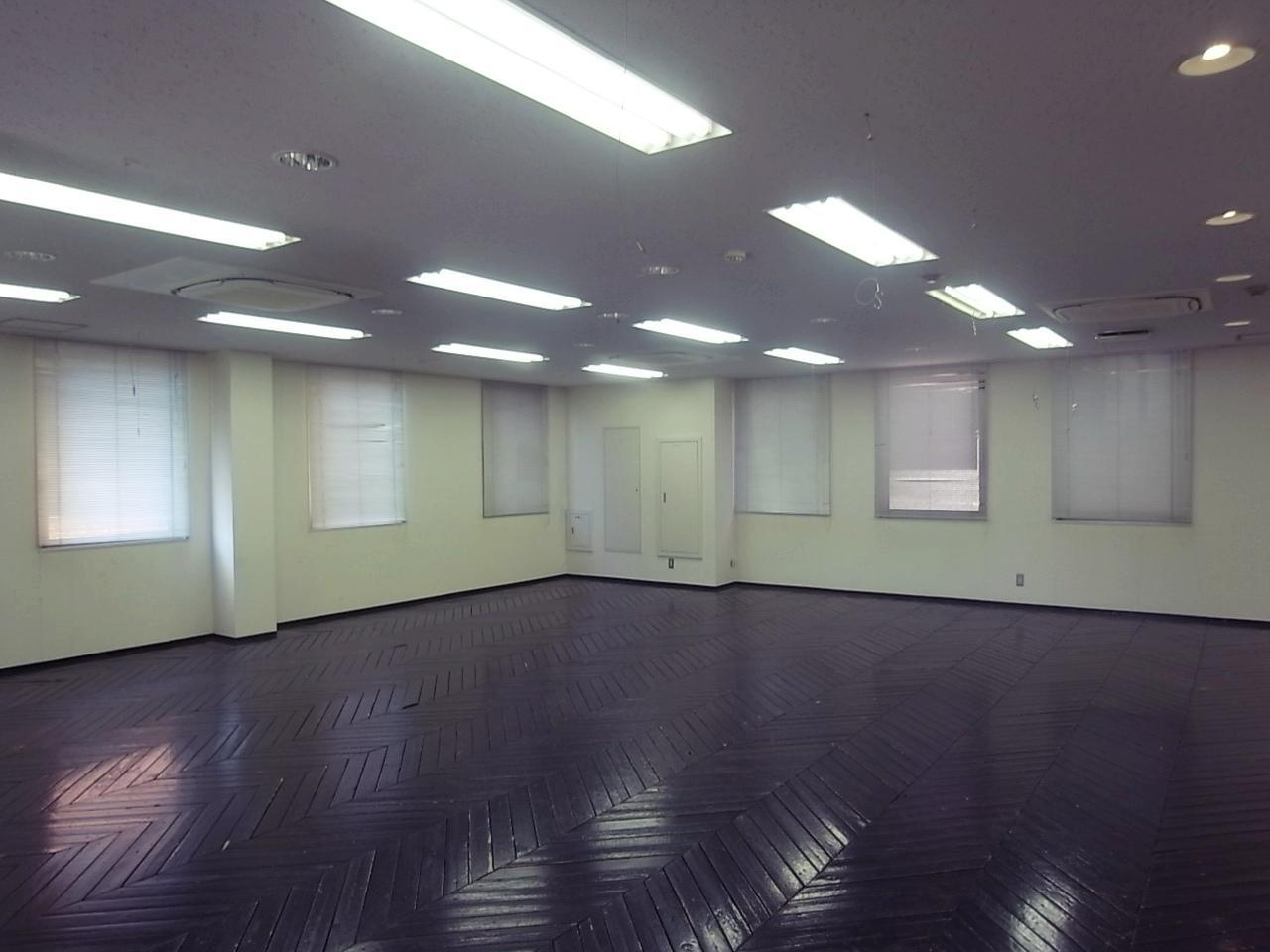 5Fは元スタジオだとか。床の木の草臥れ感がちょうどいい塩梅。4