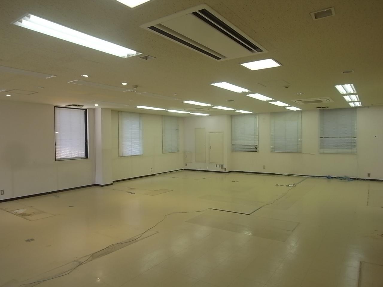 4F。以下の階はこんな感じのオフィス仕様。