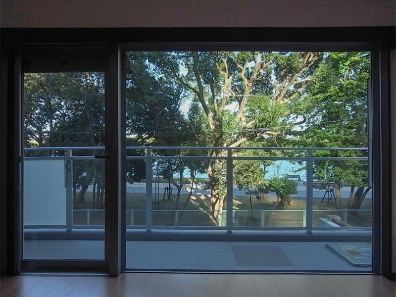緑に寄り添うリビング (福岡市中央区大濠の物件) - 福岡R不動産