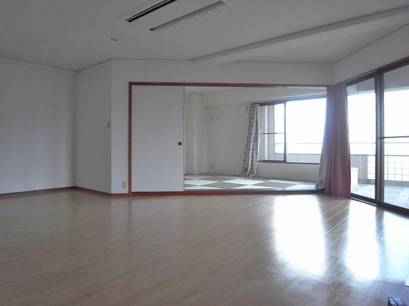 リビングから続く和室は琉球畳。よくマッチしています。