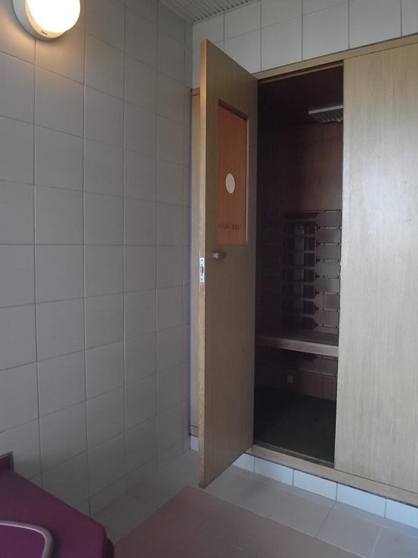 浴室はサウナ付き。