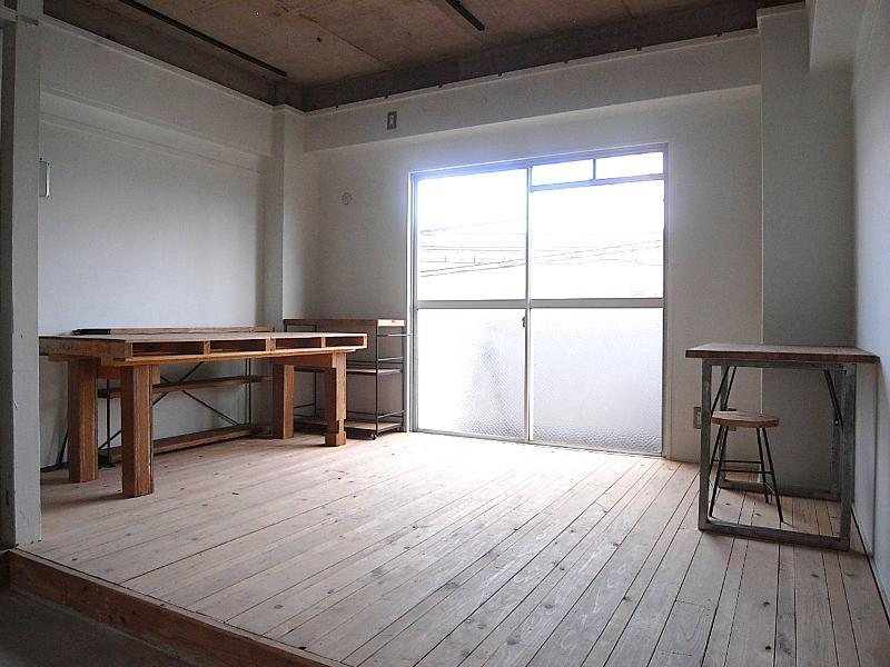 小上がりの無垢床スペース。