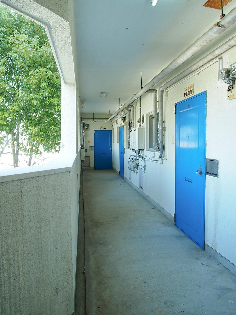 廊下ブルー