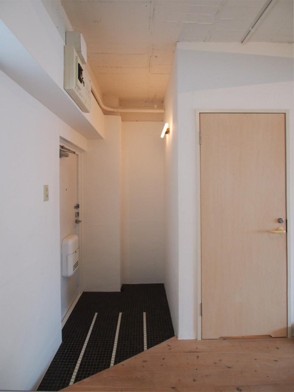 玄関はタイル貼り