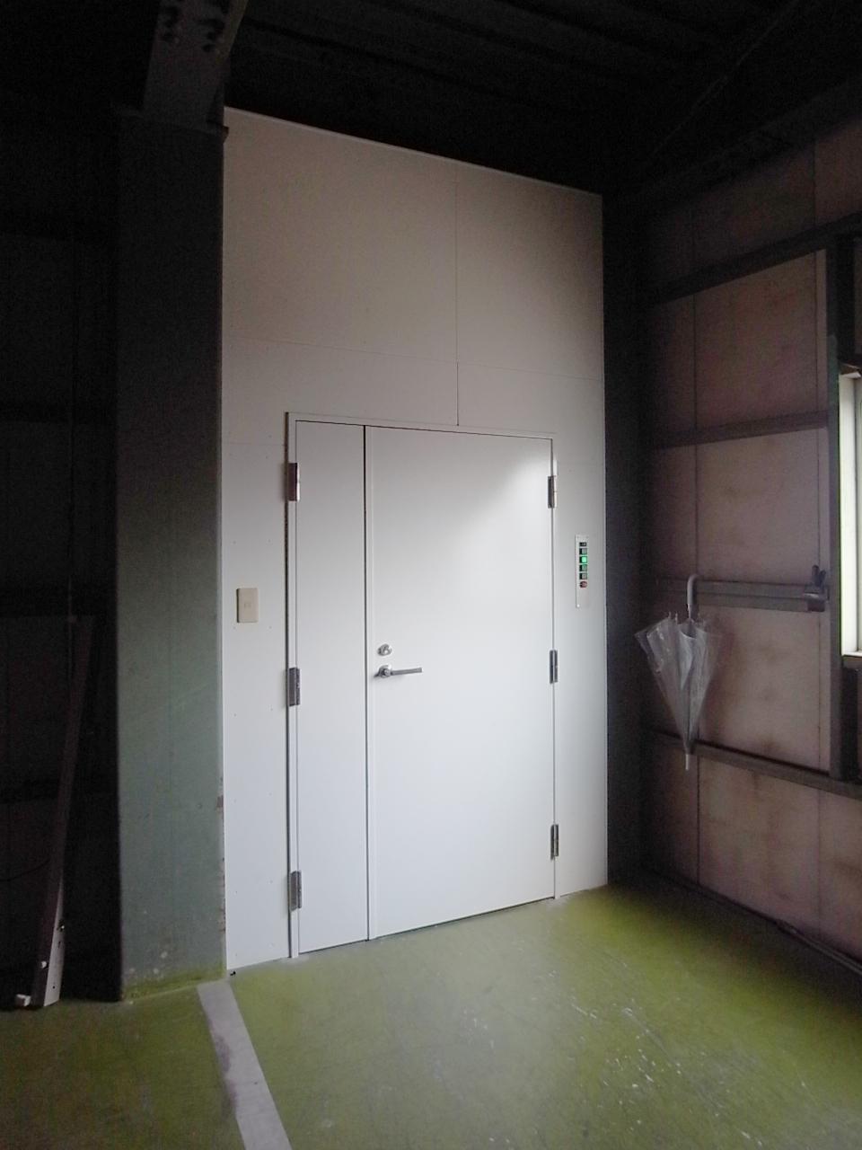 工業用エレベータは重量物の運搬に