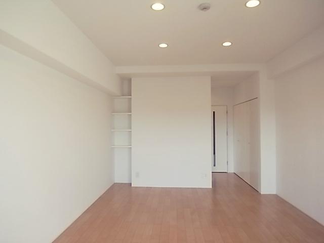 収納は廊下沿いにあります。
