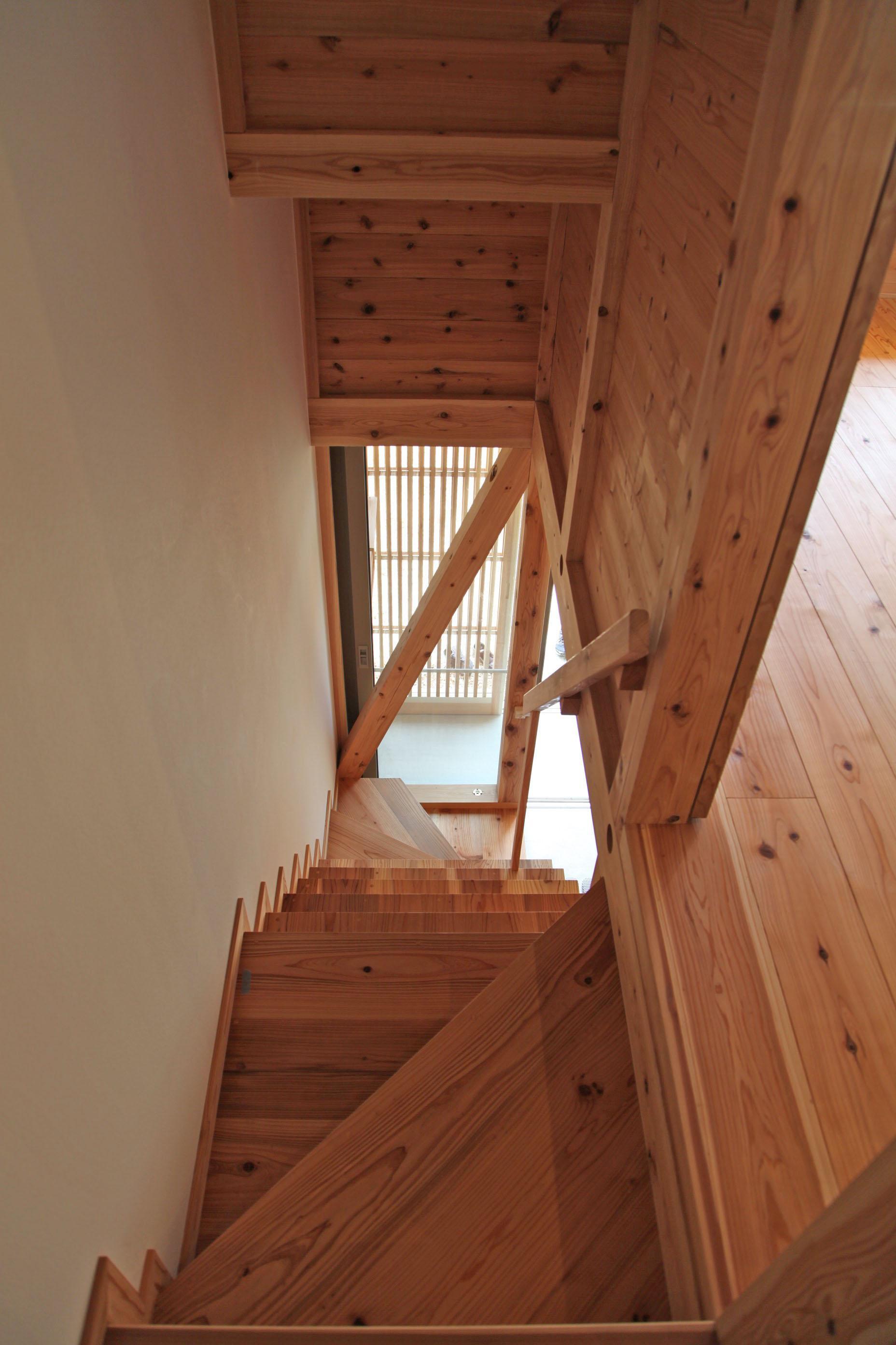 階段部分。もちろん八女杉。