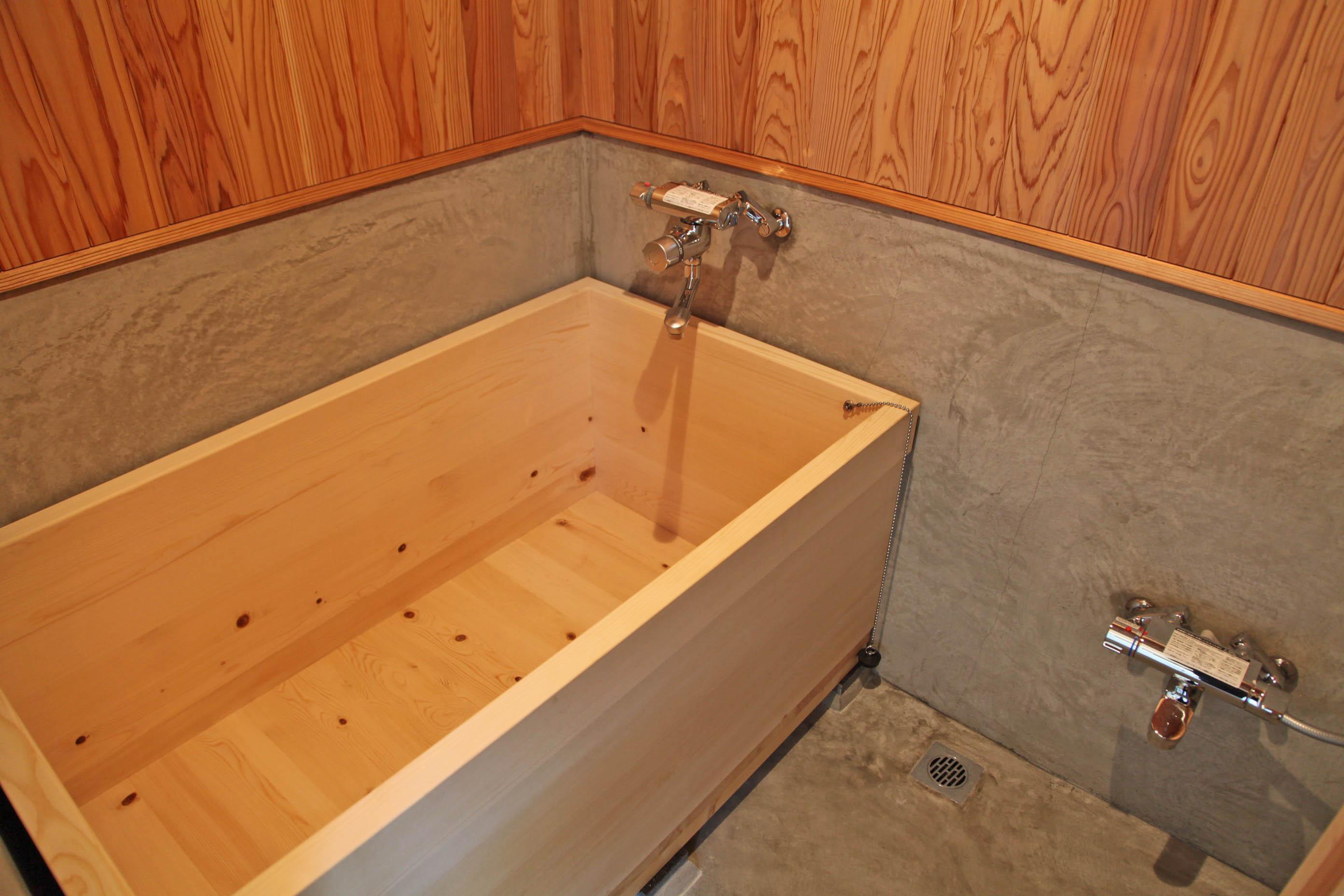 なんとお風呂も木風呂です。