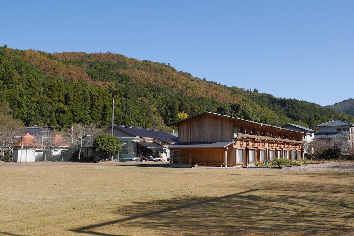 物件は地域にあった旧小学校のグラウンドを利活用しています。