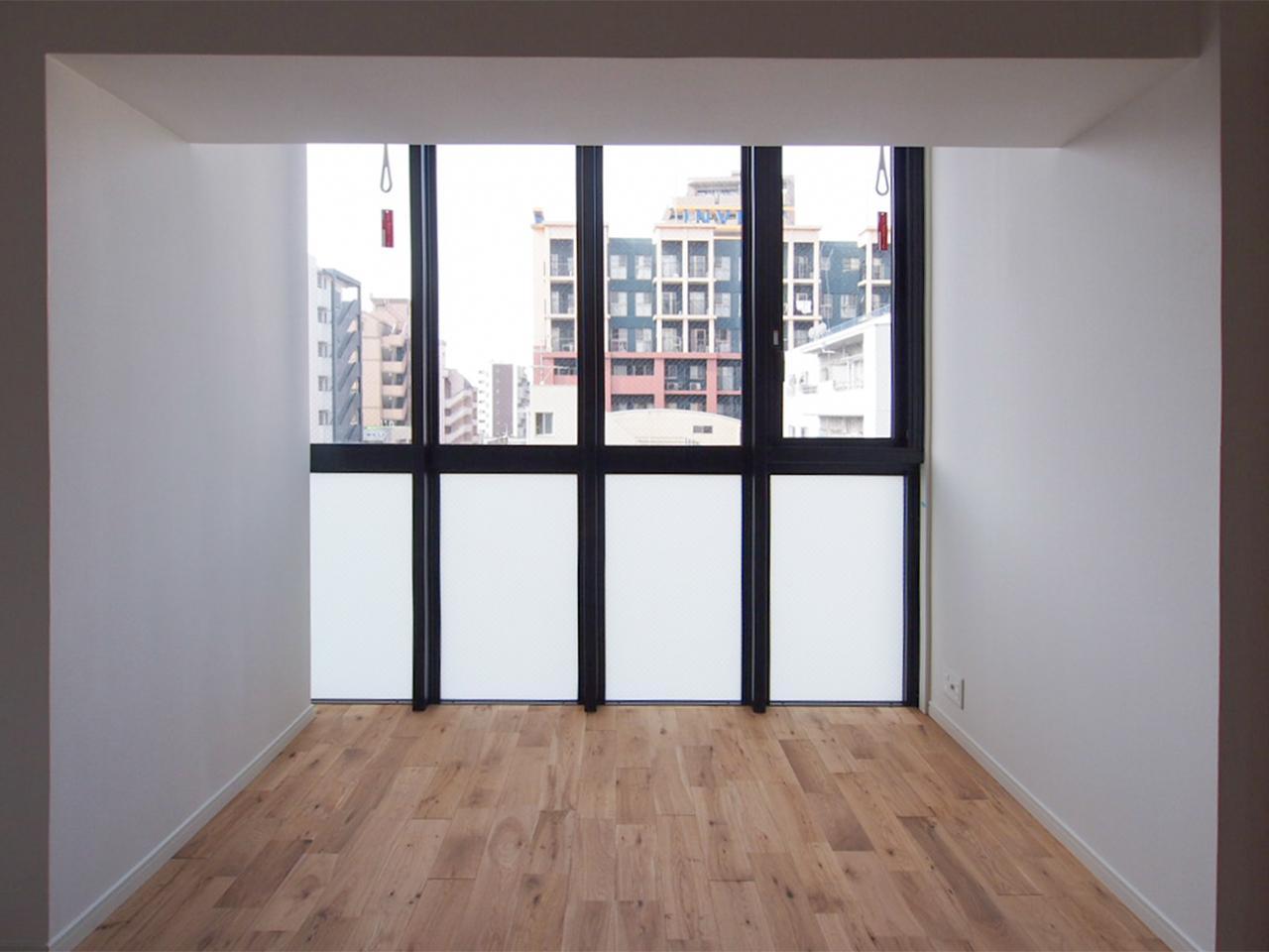 床から天井まで一面窓