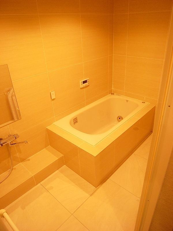浴槽が小さいのではなく、浴室は広いんです。