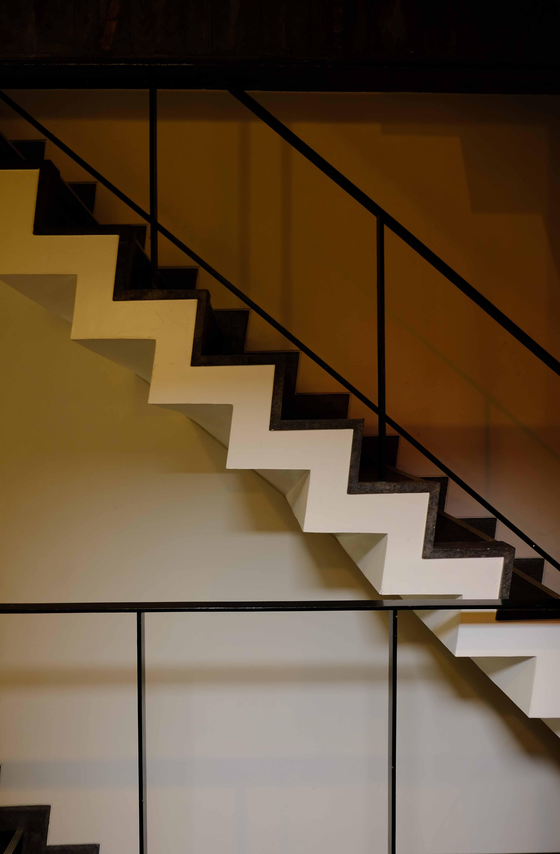 エッジを刻む階段。