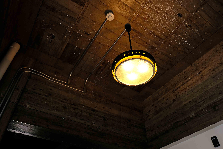 1階ホールの天井照明。