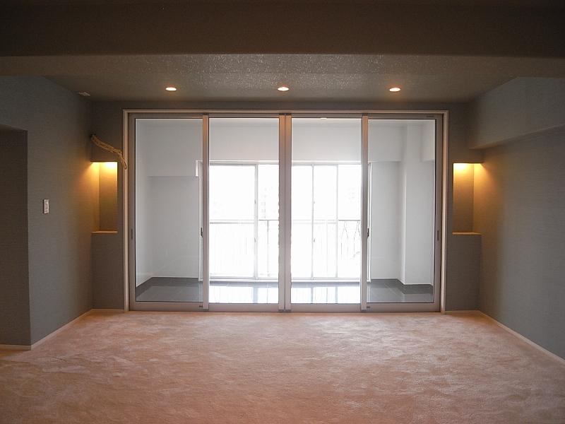 洋室のひとつにはサンルームがあります。