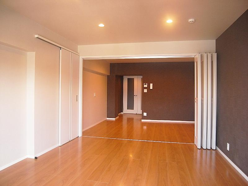 中央の洋室はリビングで使うことになりそうです。