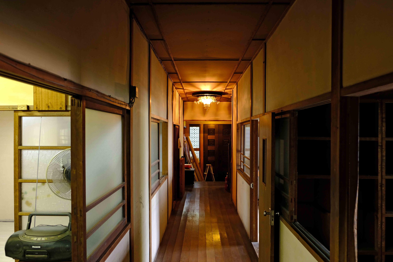 1階の共用廊下。左右に募集部屋があります。
