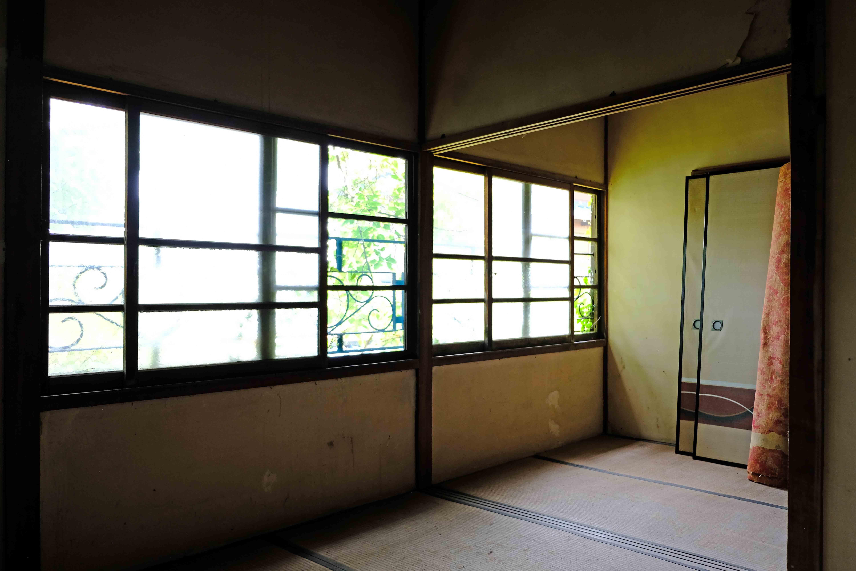 1号室。ワイドな窓がGOOD。