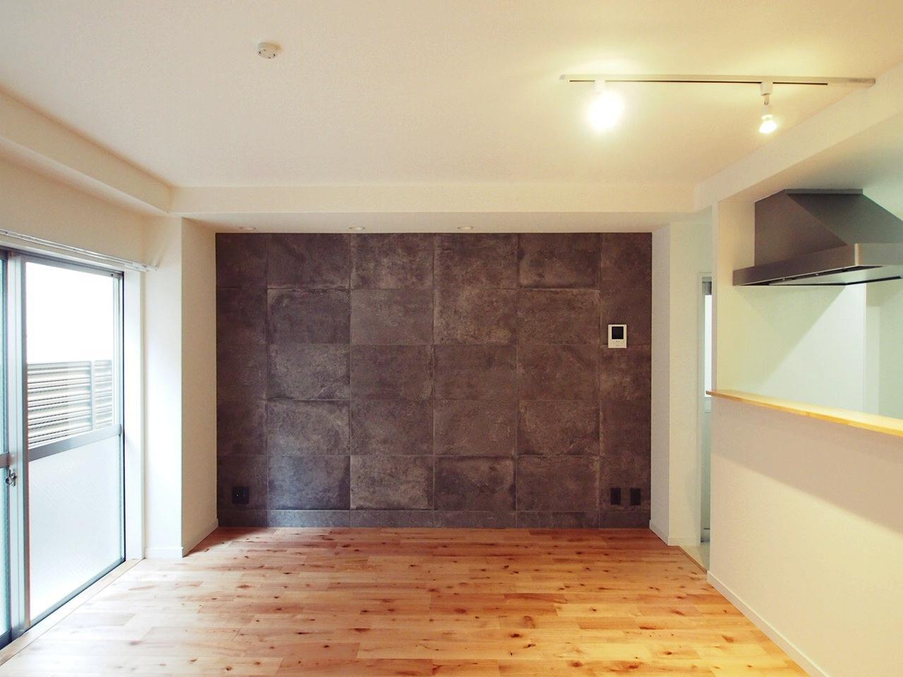 アクセントな壁面はガチのタイルで裏切りなし。