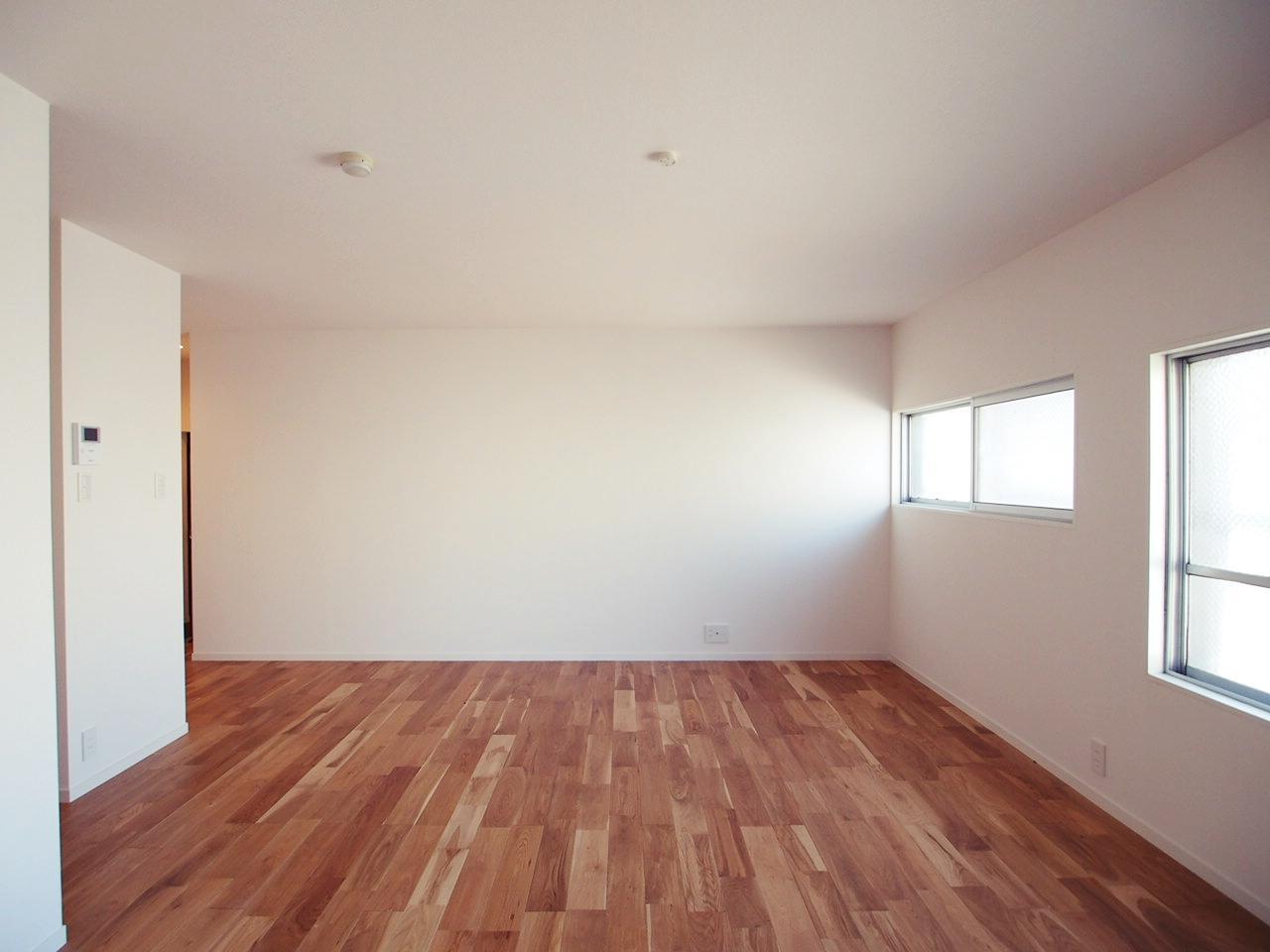 壁面がしっかりあるのでルームシアターとか。