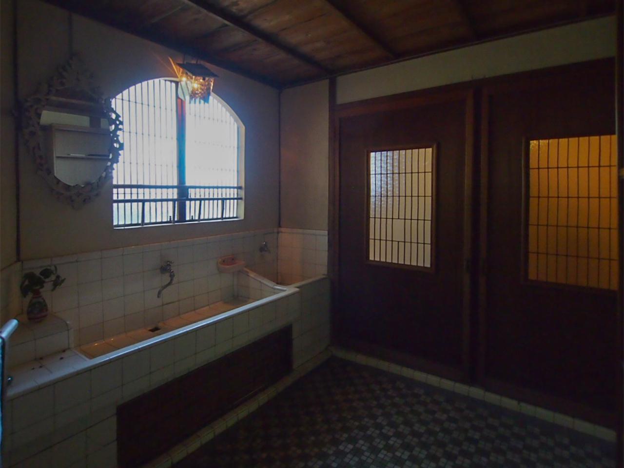 母屋1階洗面所 トイレは男性用女性用に分かれています。