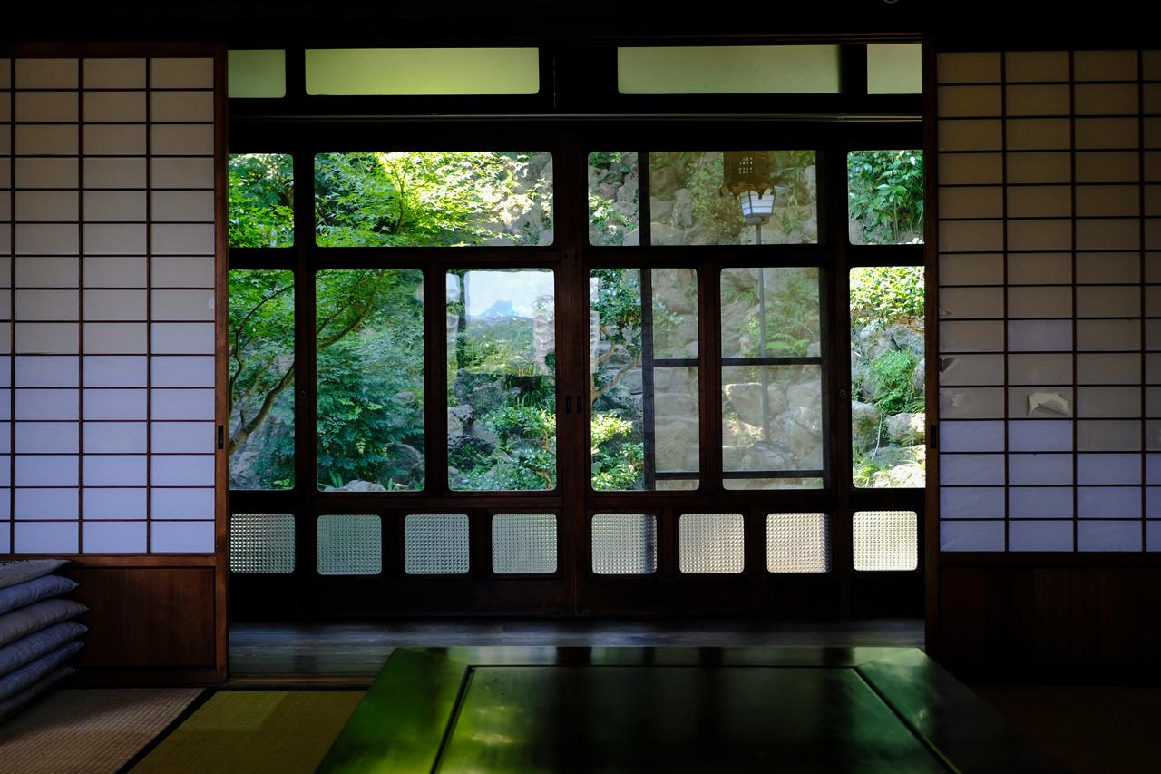 室内から望む緑に癒やされます。