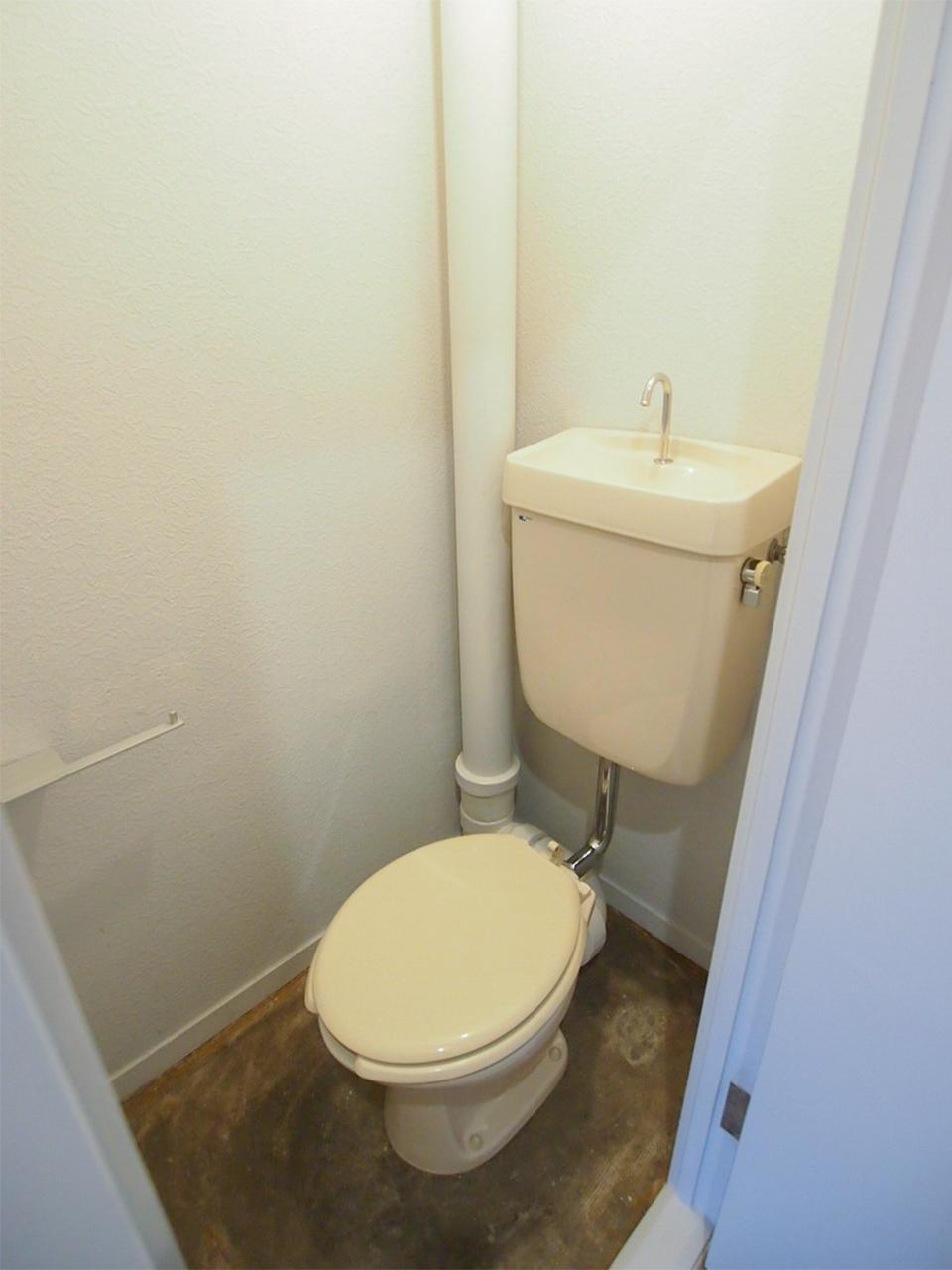 トイレの床は土間