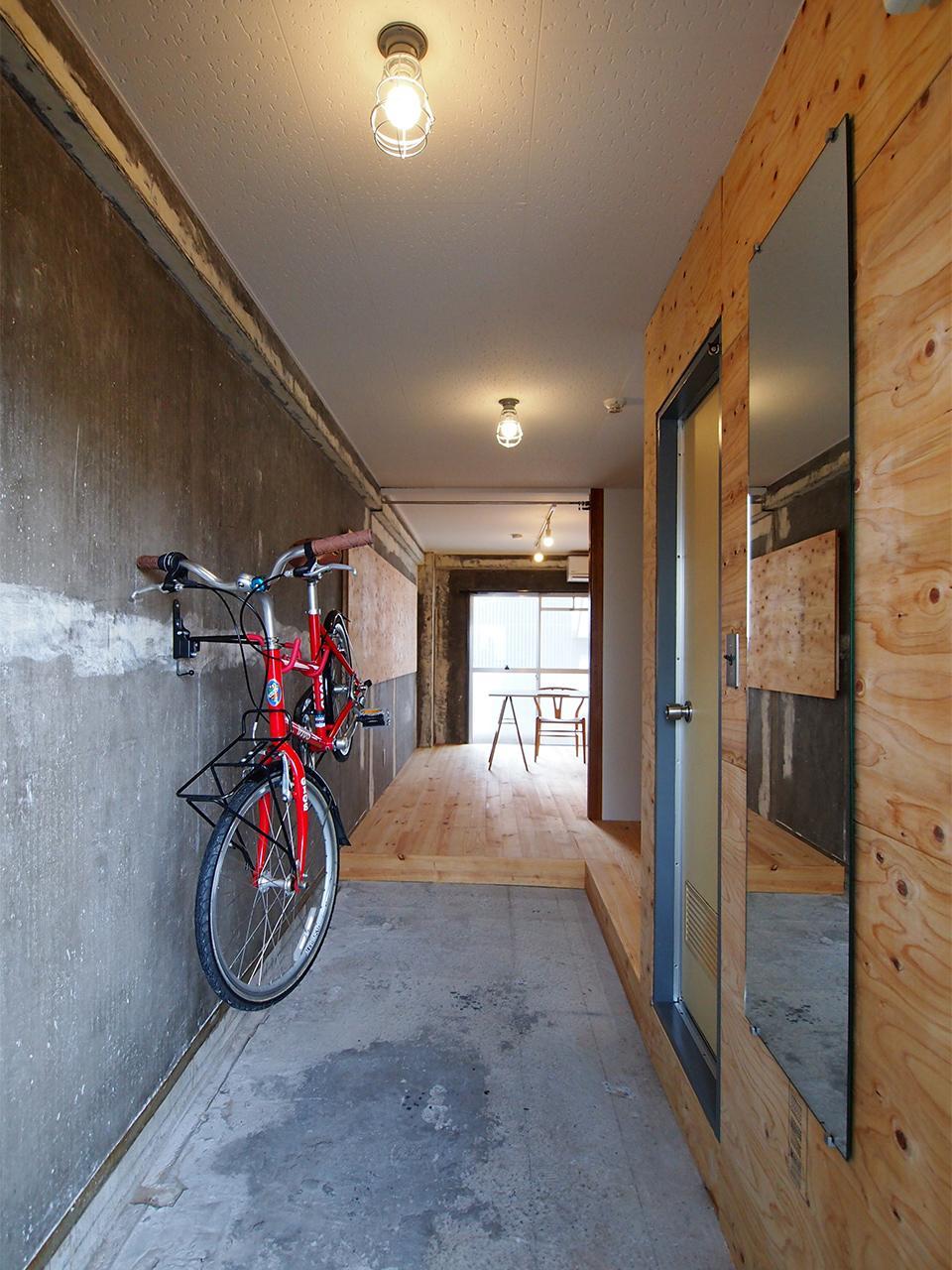 バイクハンガーに自転車を掛けるとこんな感じ