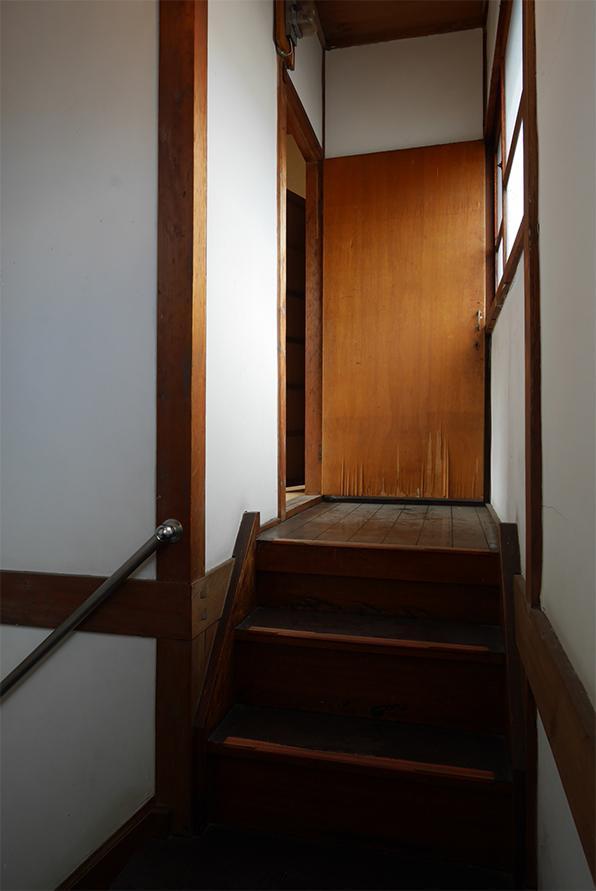 階段の先に、小上がり階段という面白い作り