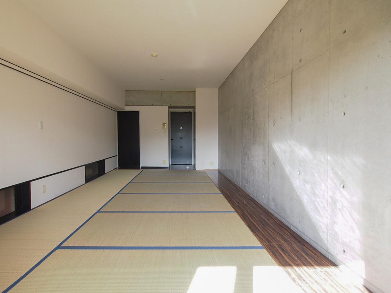 畳とコンクリートが共存する空間