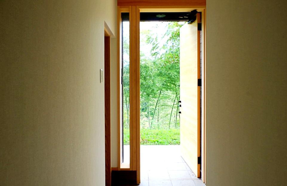 緑へと繋がる扉から始まる朝。
