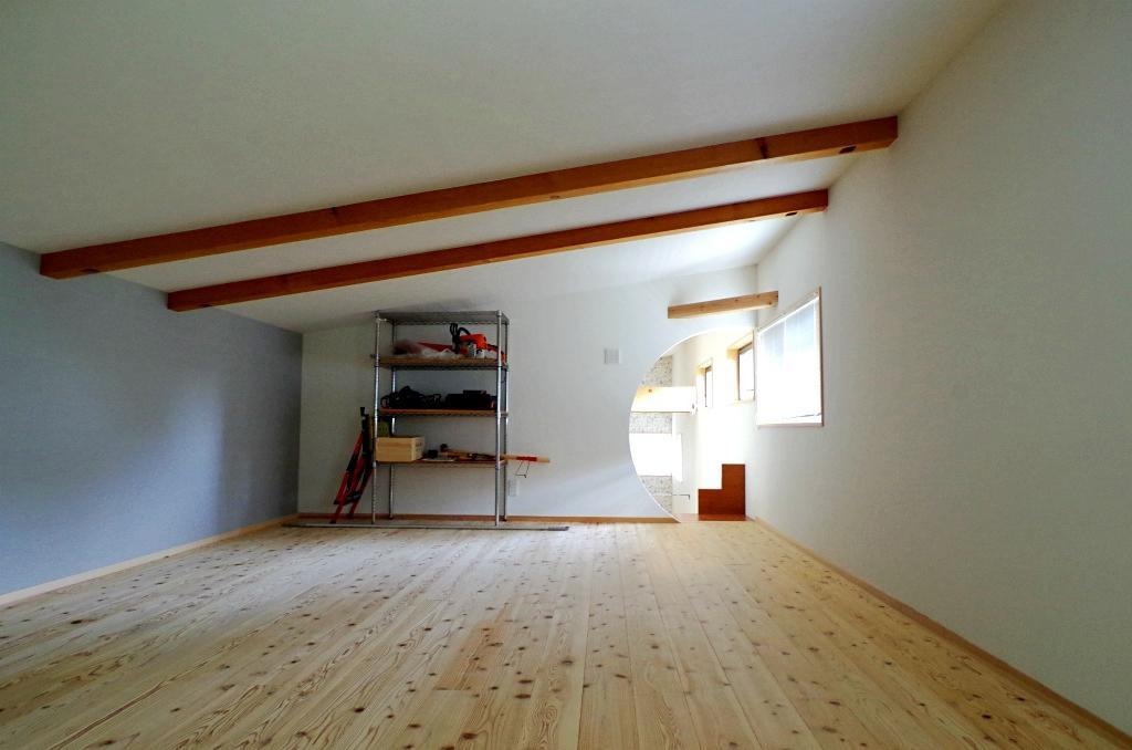 屋根裏部屋ってそれだけで秘密基地めいていませんか?