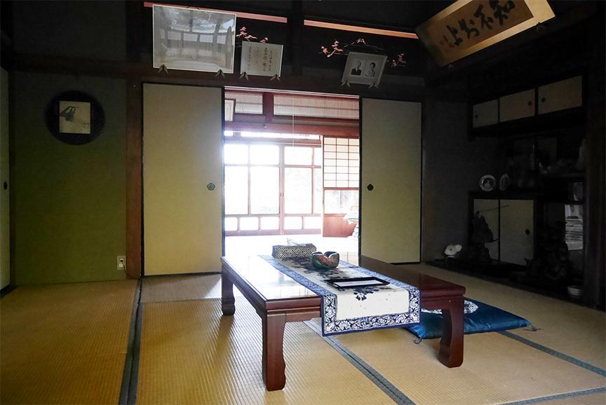 客間の一室。