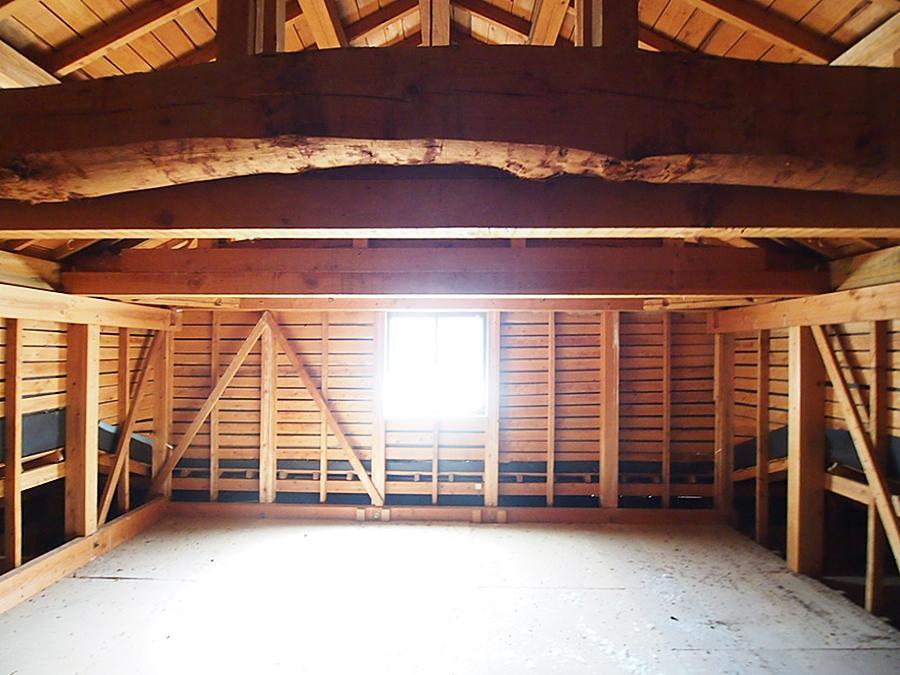 広々した屋根裏スペース。梁がイケてる!