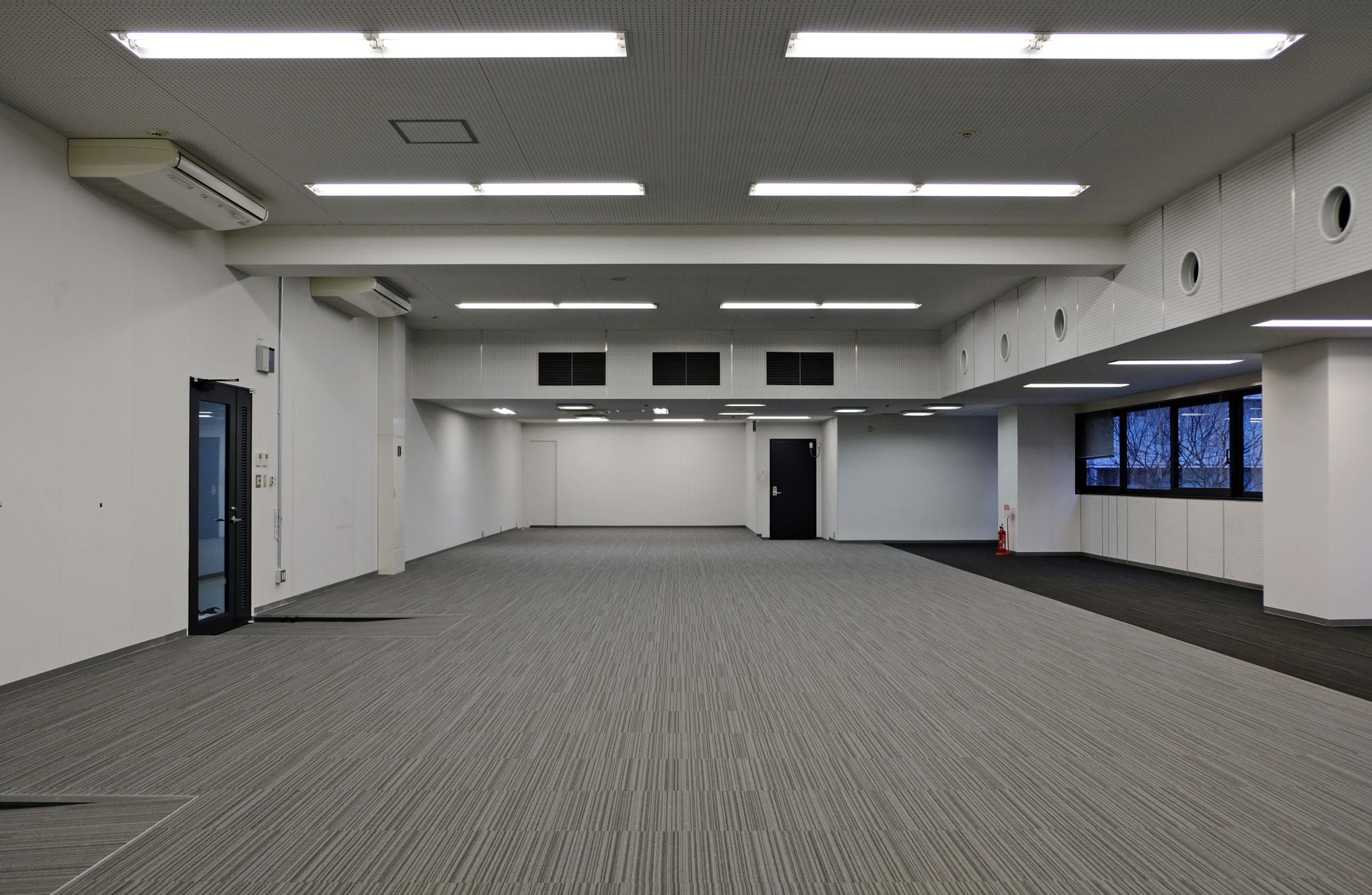 写真では伝わりにくいですが実は天井が高く容積的に開放感あります。
