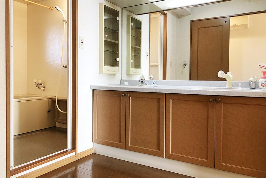 洗面台&脱衣スペース。
