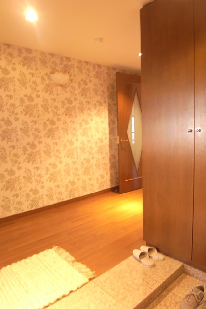玄関ホールも一般的なマンションの倍以上の広さ