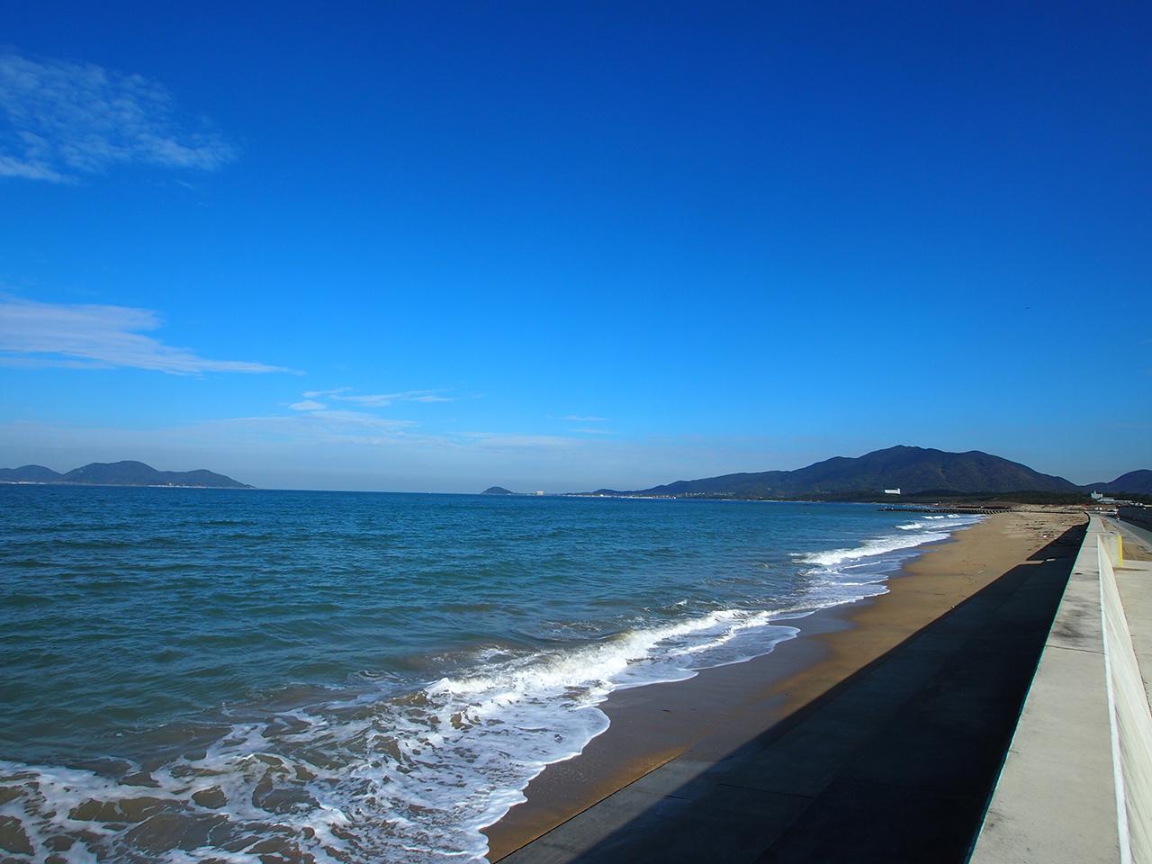 神湊という地名にふさわしい美しい海