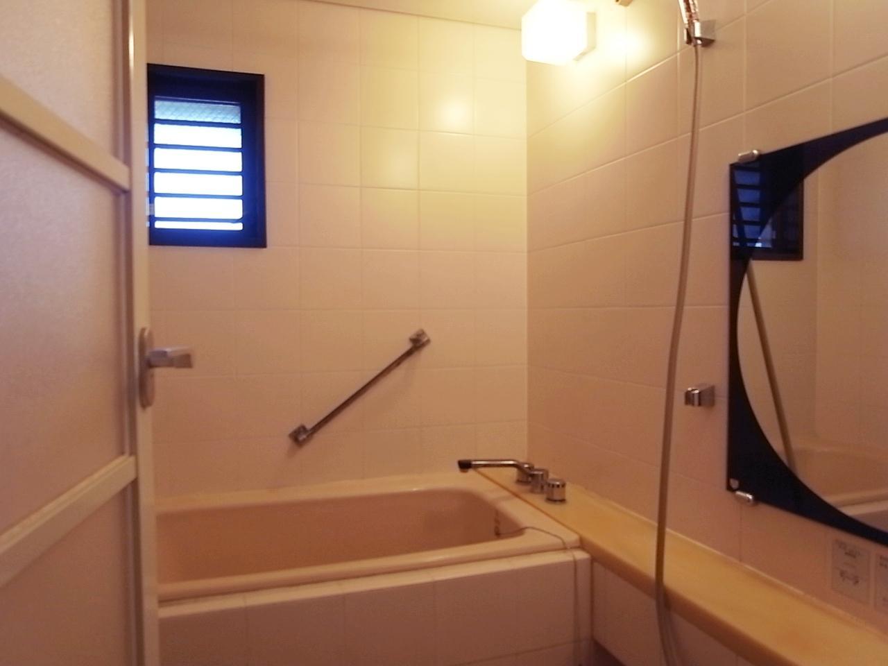浴室は当時では広めだけど、今だともっと欲しいかも。
