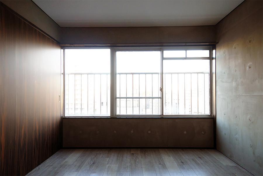 ここを寝室にするか、書斎にするか。悩ましい洋室。