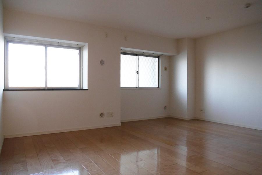 12帖洋室。2部屋に分ける計画もあるらしく、ご希望を聞かせてください。