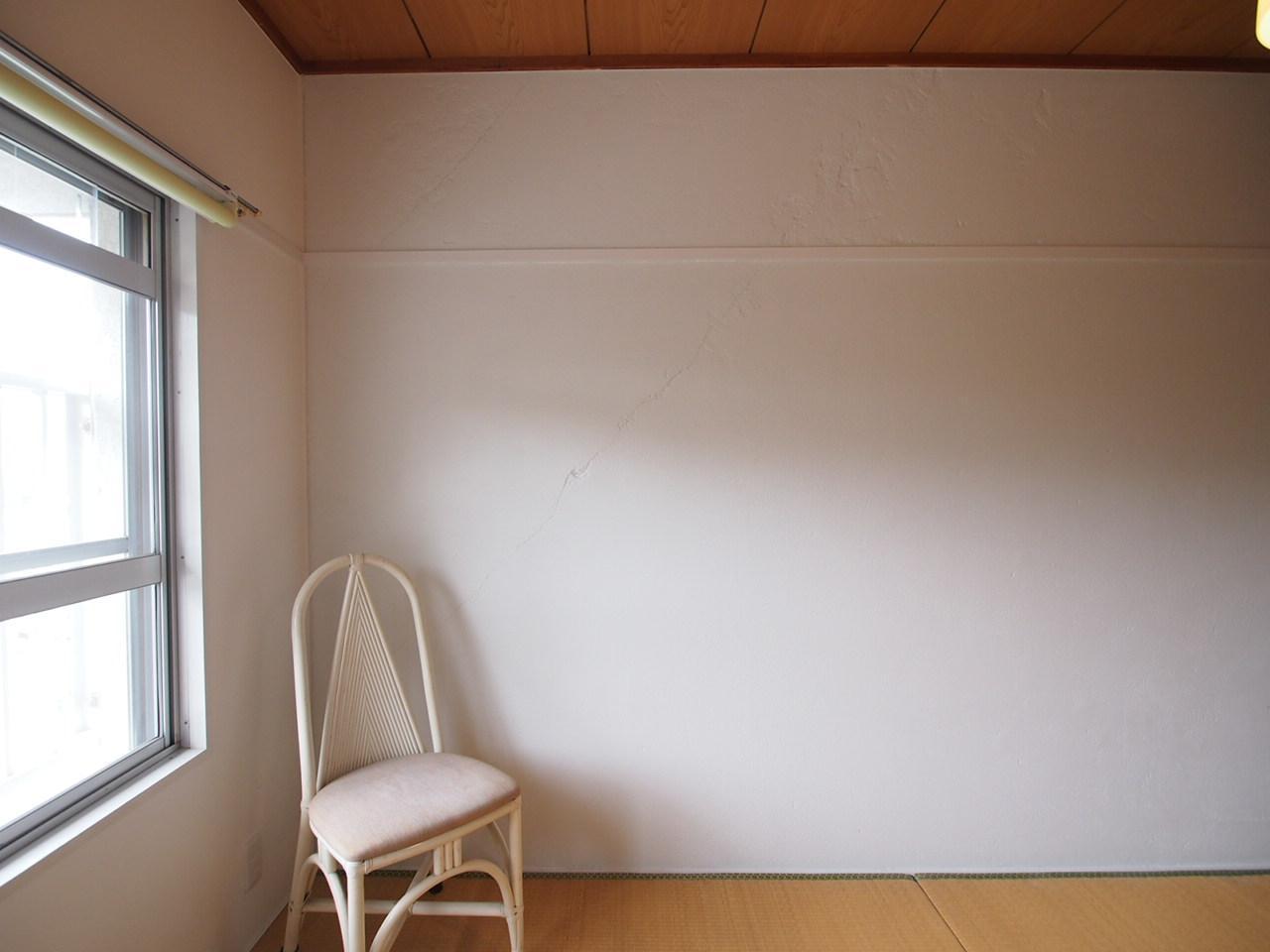 白の塗装壁がいい感じ