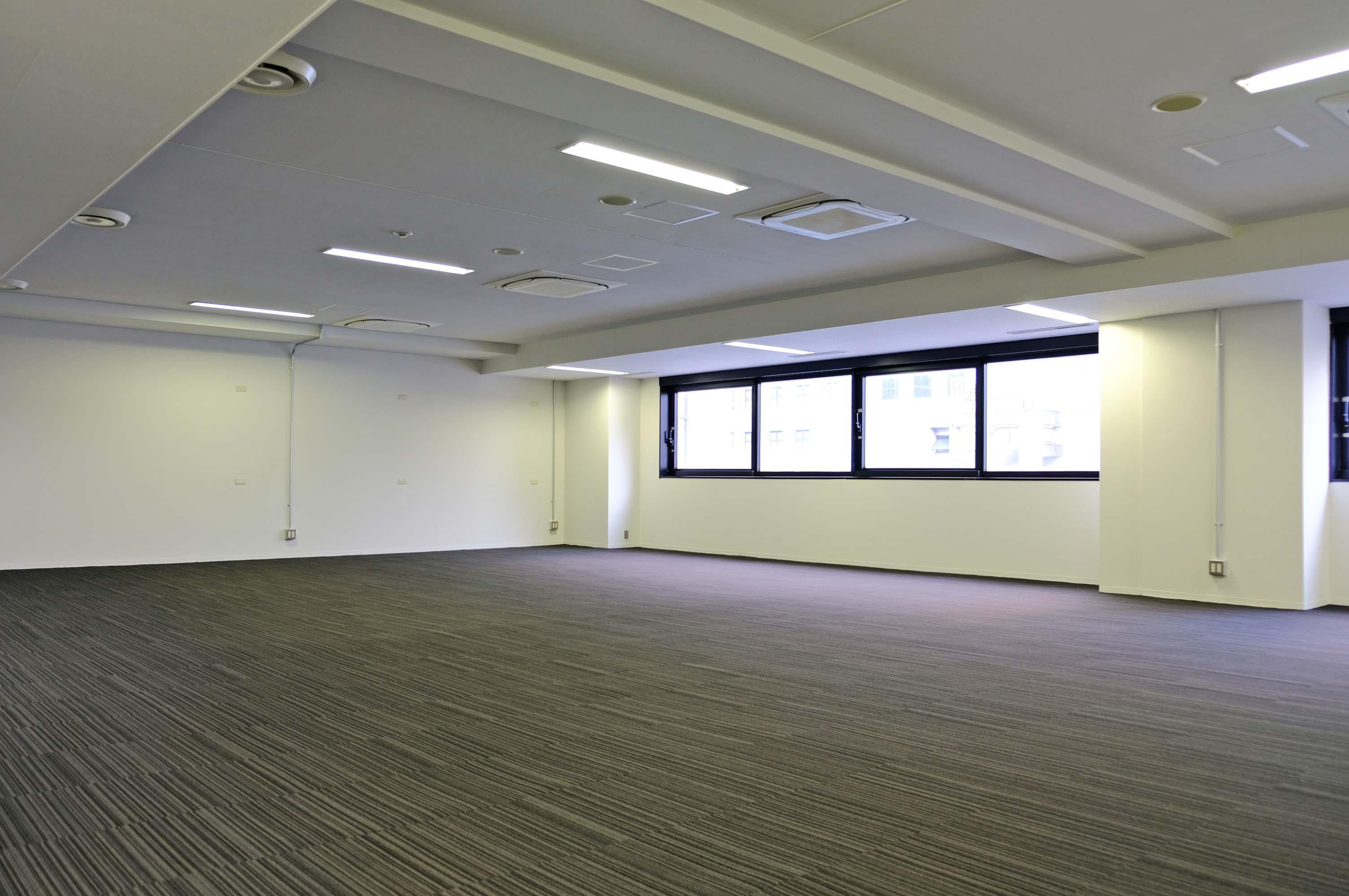 広さも十分、天井剥き出しの部屋とうまく使い分けを。